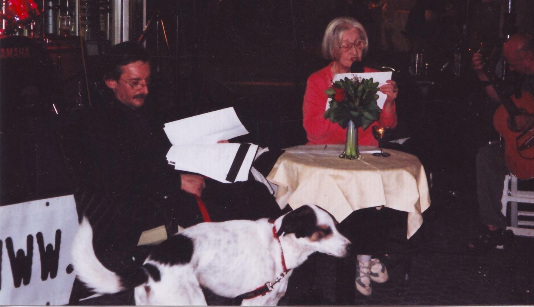 Festival Cest is d'best, 2006., Semka Sokolović Betok i Predrag Vušović sa psom Putom (koji je lajao!) recitiraju animalističku poeziju Višnje Stahuljak i Ane Horvat.